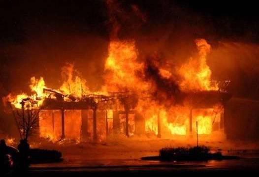 आगलागीबाट ४ घर नष्ट