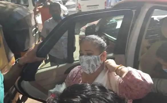 भारतीय ड्रग्स विवादः कमेडियन भारतीको घरबाट गाँजा बरामद